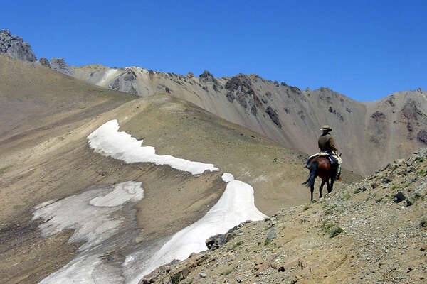 A cheval à travers les Andes